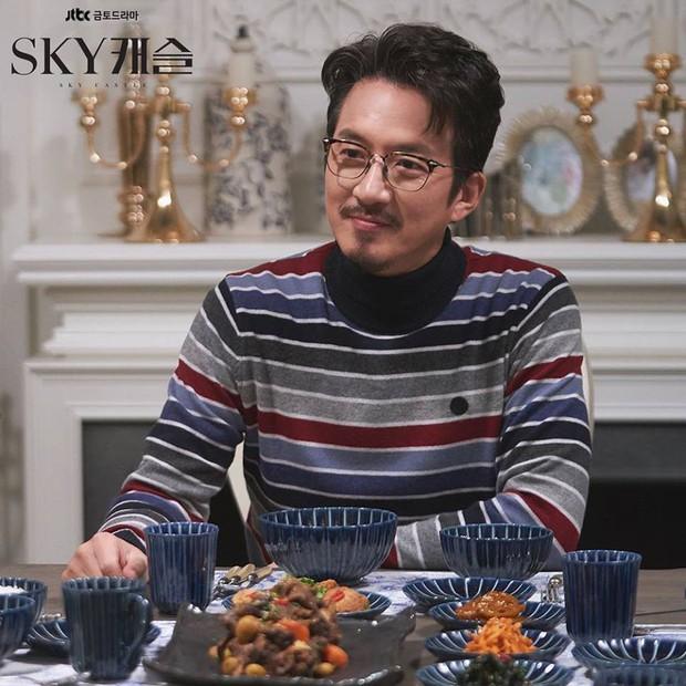 """""""Sky Castle"""" trở thành một bộ phim hài nhờ vào biểu cảm của những cặp vợ chồng cực mặn - Ảnh 9."""