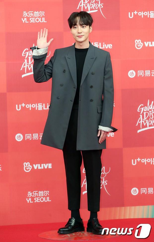 Thảm đỏ Grammy Hàn Quốc: Jennie lột xác nhưng suýt vồ ếch, mỹ nhân Black Pink lấn át cả Park Min Young và dàn idol - Ảnh 32.