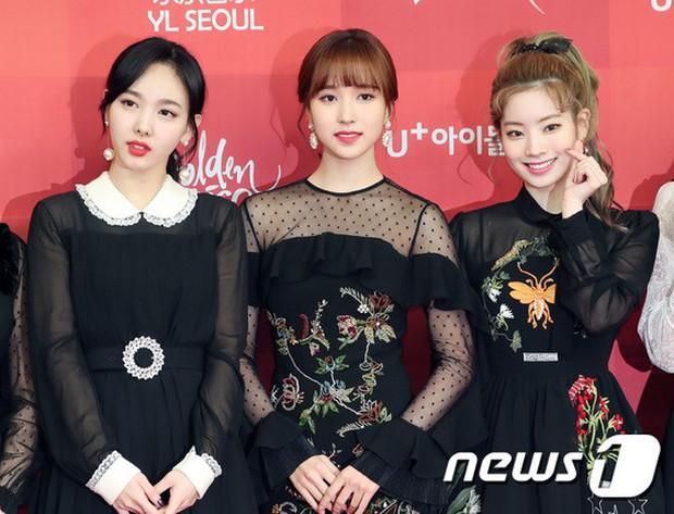 Thảm đỏ Grammy Hàn Quốc: Jennie lột xác nhưng suýt vồ ếch, mỹ nhân Black Pink lấn át cả Park Min Young và dàn idol - Ảnh 18.