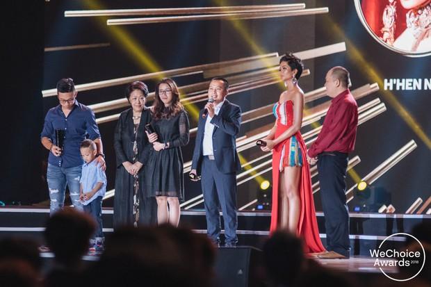 HLV Park Hang Seo và ĐTQG Việt Nam, bé Hải An và mẹ, KTS Phạm Đình Quý, HHen Niê và cậu bé xếp dép chính là top 5 Đại sứ truyền cảm hứng 2018 - Ảnh 8.