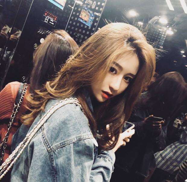 Lỡ tay tắt nhầm filter làm đẹp lúc livestream, hot girl Trung Quốc mất hơn trăm ngàn lượt follow vì để lộ nhan sắc thật - Ảnh 2.