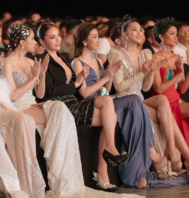Khoảnh khắc hiếm có đang gây bão tại WeChoice: Lần đầu 5 Hoa hậu đình đám Vbiz cùng đọ sắc trong 1 khung hình - Ảnh 1.