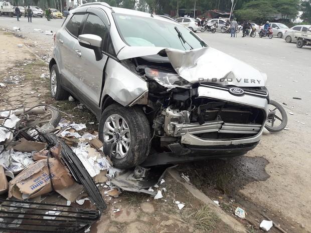 Nam thanh niên 9X lái ô tô gây tai nạn liên hoàn khiến đôi vợ chồng tử vong ra công an trình diện - Ảnh 2.
