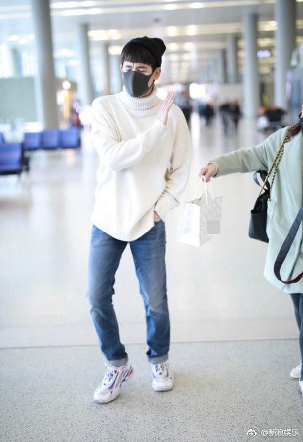 Thái độ không nhận quà từ fan của Lưu Hạo Nhiên và Hồ Tiên Hú: Người ngượng nghịu dễ thương, kẻ giãy nảy từ chối - Ảnh 6.