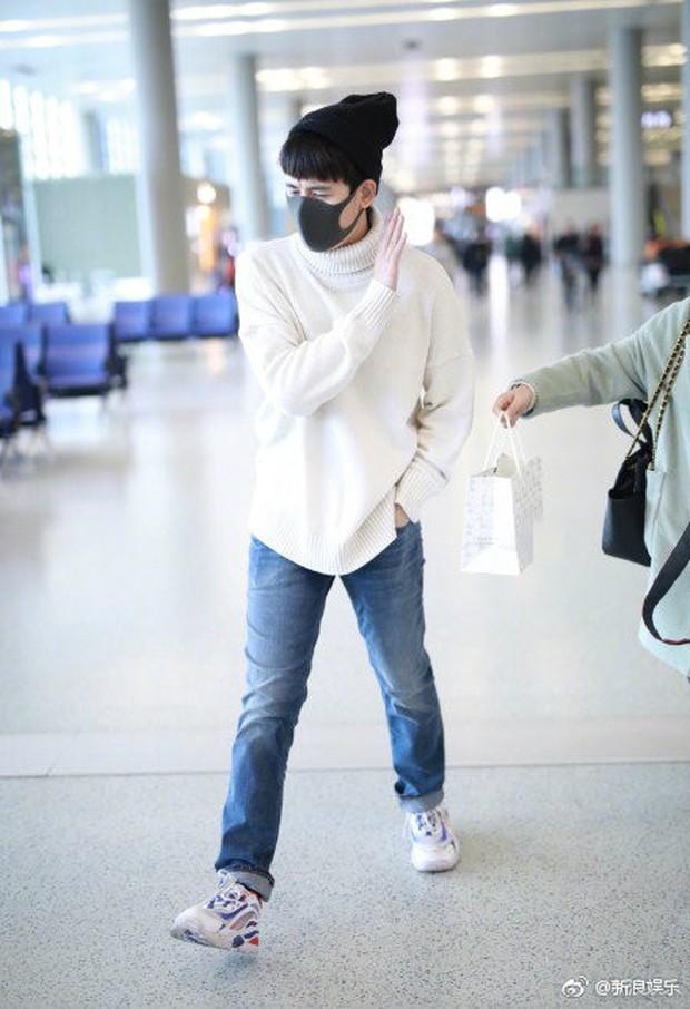 Thái độ không nhận quà từ fan của Lưu Hạo Nhiên và Hồ Tiên Hú: Người ngượng nghịu dễ thương, kẻ giãy nảy từ chối - Ảnh 7.