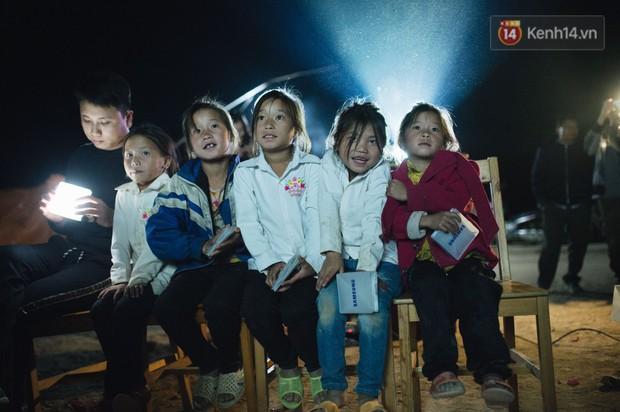 Suất chiếu phim đặc biệt về câu chuyện đầy cảm hứng của 47 thầy giáo ở Tri Lễ - Ảnh 3.