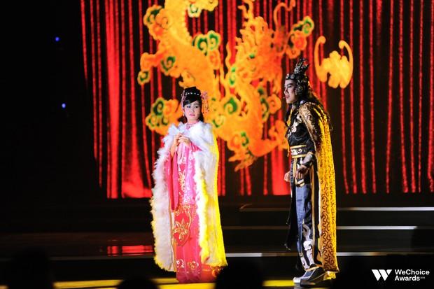 Nổi da gà với màn tái hiện nhạc phim Song Lang và Người Bất Tử đầy cảm xúc trên sân khấu Gala WeChoice Awards 2018 - Ảnh 2.