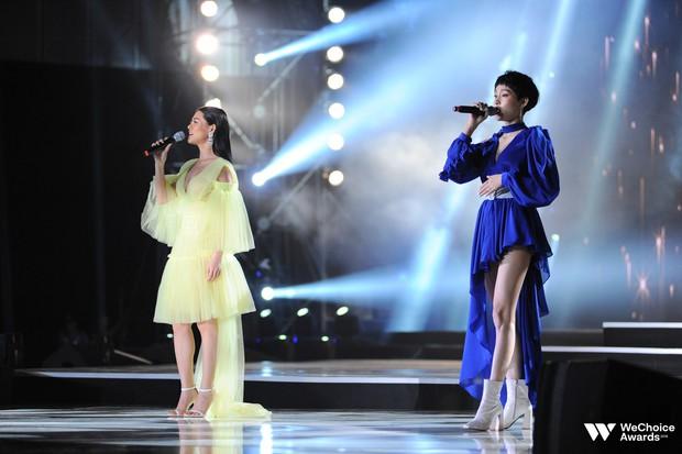 Khán giả nhún nhảy, hát theo cùng Hiền Hồ, Bùi Lan Hương trong ca khúc linh hồn của WeChoice Awards - Ảnh 2.