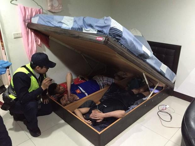 Bị tóm vì sử dụng ma tuý ở Đài Loan, thanh niên Việt đưa cảnh sát về nhà bắt thêm 3 bạn đang trốn dưới gầm giường - Ảnh 1.