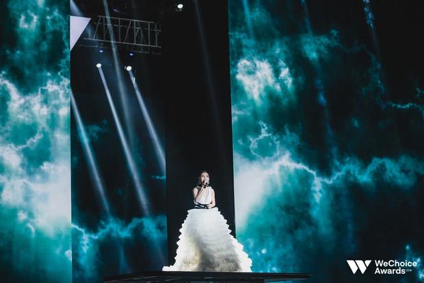 Nổi da gà với màn tái hiện nhạc phim Song Lang và Người Bất Tử đầy cảm xúc trên sân khấu Gala WeChoice Awards 2018 - Ảnh 7.