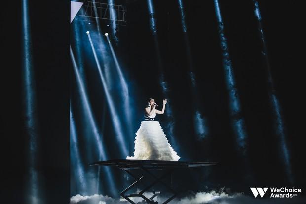Nổi da gà với màn tái hiện nhạc phim Song Lang và Người Bất Tử đầy cảm xúc trên sân khấu Gala WeChoice Awards 2018 - Ảnh 8.