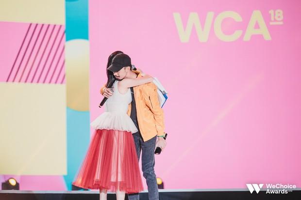 Đen thắng lớn tại WeChoice Awards 2018, phát biểu gây xúc động: Cuối cùng hàng xóm cũng biết tôi đang làm gì - Ảnh 3.