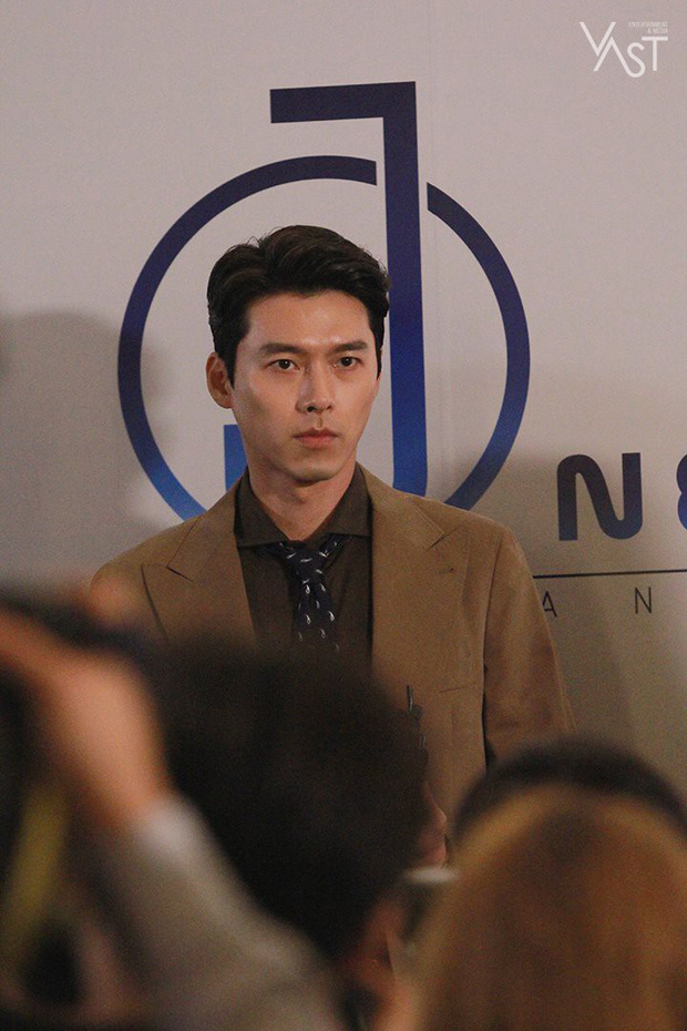 Loạt hình hậu trường gây sốt: Ở tuổi 37, Hyun Bin dù nhợt nhạt vẫn trông như một tác phẩm nghệ thuật sống - Ảnh 14.