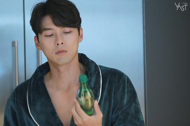 Loạt hình hậu trường gây sốt: Ở tuổi 37, Hyun Bin dù nhợt nhạt vẫn trông như một tác phẩm nghệ thuật sống - Ảnh 16.