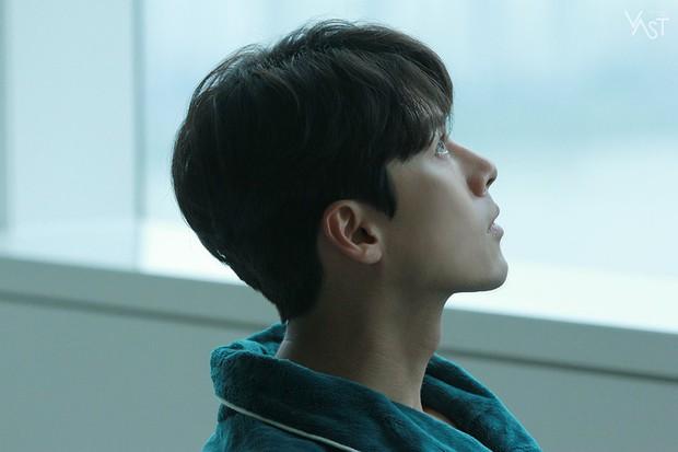 Loạt hình hậu trường gây sốt: Ở tuổi 37, Hyun Bin dù nhợt nhạt vẫn trông như một tác phẩm nghệ thuật sống - Ảnh 15.