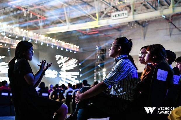 Nhà của thời thanh xuân và chuyến xe Thanh Xuân hơn 30 người đến với Gala WeChoice Awards 2018 - Ảnh 6.