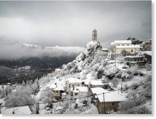 Nhiều người thương vong, mất tích do tuyết rơi dày đặc tại châu Âu - Ảnh 1.