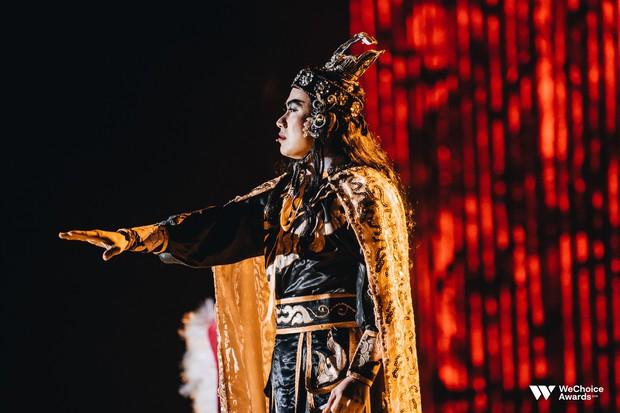 Nổi da gà với màn tái hiện nhạc phim Song Lang và Người Bất Tử đầy cảm xúc trên sân khấu Gala WeChoice Awards 2018 - Ảnh 4.