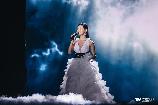 Nổi da gà với màn tái hiện nhạc phim Song Lang và Người Bất Tử đầy cảm xúc trên sân khấu Gala WeChoice Awards 2018 - Ảnh 6.