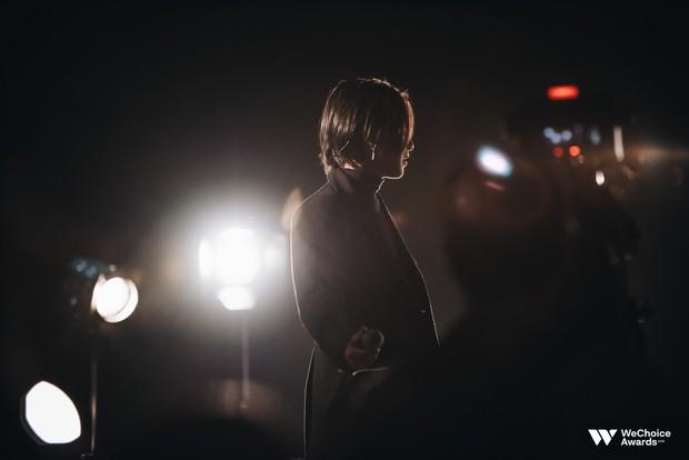 Nguyễn Trọng Tài đẹp trai hút hồn, mang HongKong 1 mash-up với hiện tượng Cô Gái M52 tại Gala WeChoice Awards 2018 - Ảnh 7.
