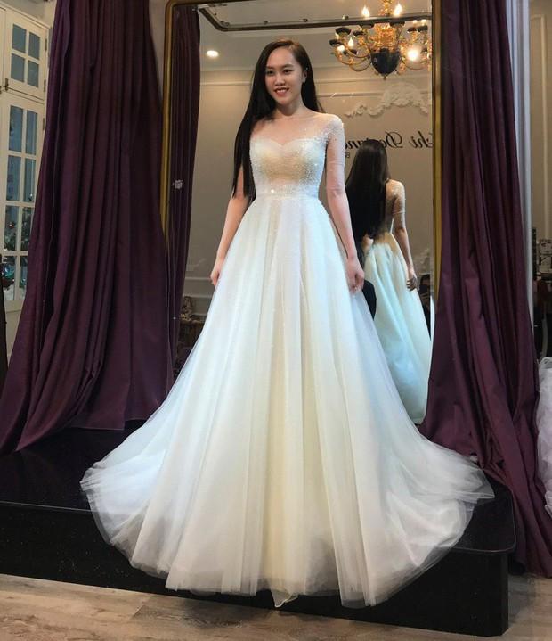 NSND Trung Hiếu đưa bà xã kém 19 tuổi đi thử váy cưới trước ngày trọng đại - Ảnh 2.