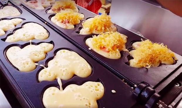 Sài Gòn có món bánh Tuk Tuk trông thì giống thứ mà ai cũng dè chừng nhưng lại được nhiều người yêu thích - Ảnh 7.