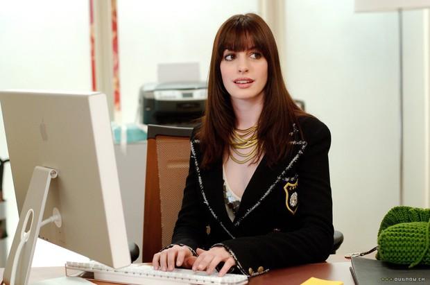 5 nữ trợ lý của Hollywood bá đạo không kém chị đại Khả Doanh trong Chị Trợ Lý Của Anh - Ảnh 3.