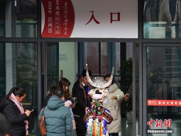 Cả một trời trai xinh gái đẹp xúng xính váy áo cổ trang dự thi vào trường nghệ thuật lớn hàng đầu ở Trung Quốc - Ảnh 8.