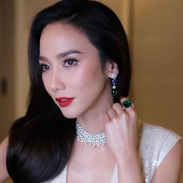 Top mỹ nhân đình đám Thái Lan sở hữu chiếc mũi cực phẩm, khiến chị em phụ nữ ghen tị và khao khát nhất - Ảnh 1.