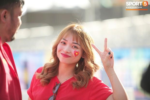 Dàn fangirl xinh đẹp tiếp lửa cho đội tuyển Việt Nam trước trận gặp Iraq - Ảnh 3.