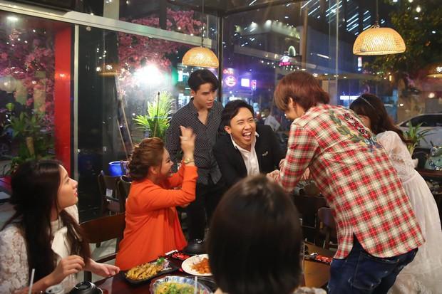 Vừa xuất hiện ở web drama của Hari Won, Trấn Thành đã bị gia đình vợ vùi dập tơi bời xác pháo - Ảnh 4.