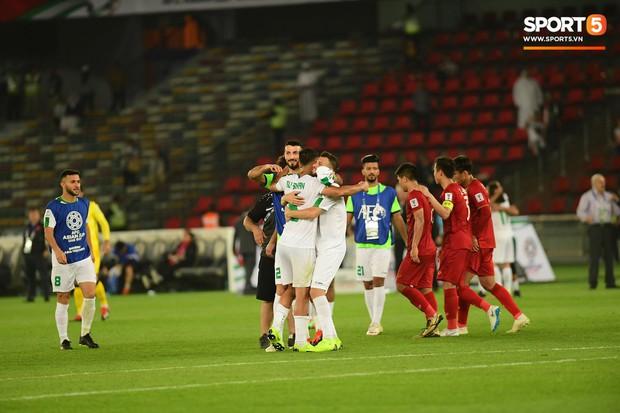 Lý giải động tác ăn mừng lạ kỳ của sao Iraq khi ghi bàn vào lưới Việt Nam - Ảnh 1.