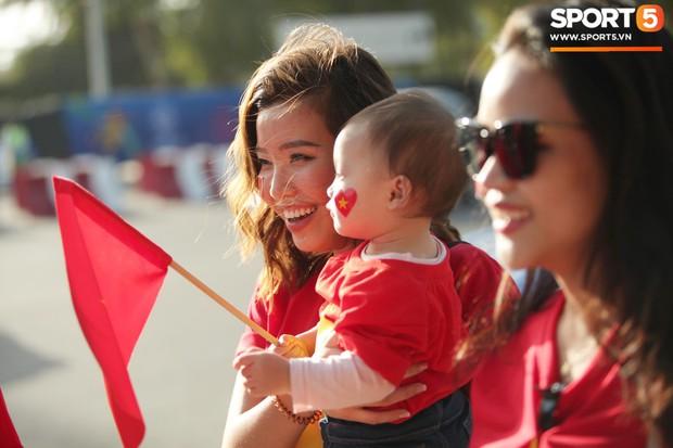 Dàn fangirl xinh đẹp tiếp lửa cho đội tuyển Việt Nam trước trận gặp Iraq - Ảnh 7.