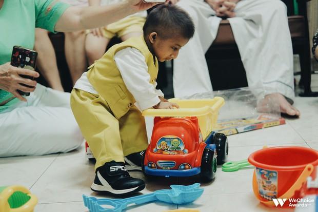 Những câu chuyện đáng yêu và xúc động trong chuyến đi Sài Gòn đầu tiên của cậu bé tí hon Krể - Ảnh 7.
