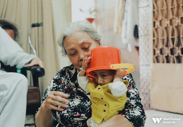 Những câu chuyện đáng yêu và xúc động trong chuyến đi Sài Gòn đầu tiên của cậu bé tí hon Krể - Ảnh 6.