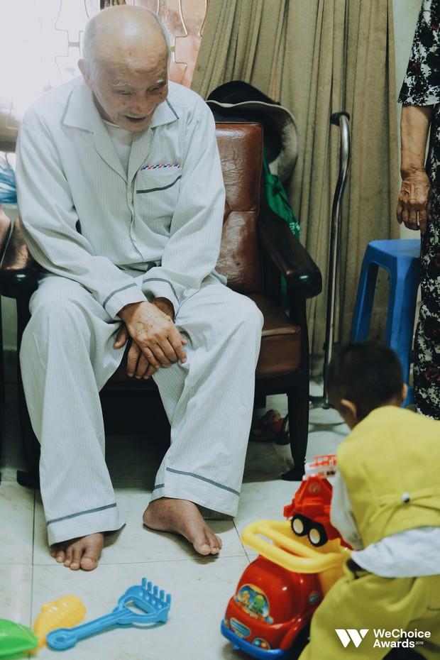 Những câu chuyện đáng yêu và xúc động trong chuyến đi Sài Gòn đầu tiên của cậu bé tí hon Krể - Ảnh 10.