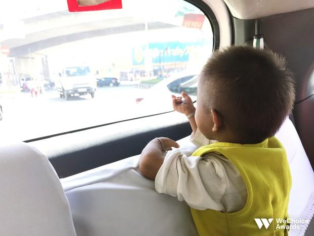 Những câu chuyện đáng yêu và xúc động trong chuyến đi Sài Gòn đầu tiên của cậu bé tí hon Krể - Ảnh 1.