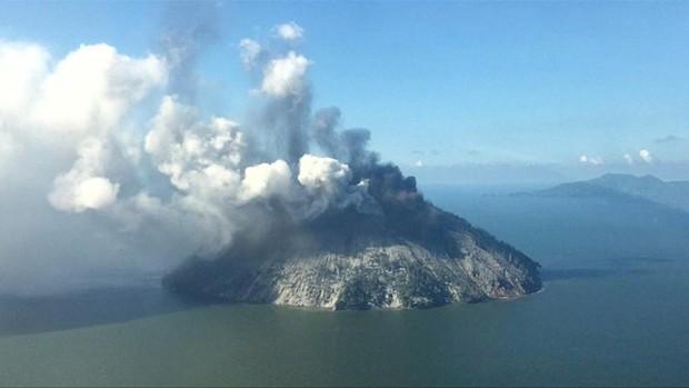 Núi lửa mạnh nhất Papua New Guinea phun trào  - Ảnh 1.