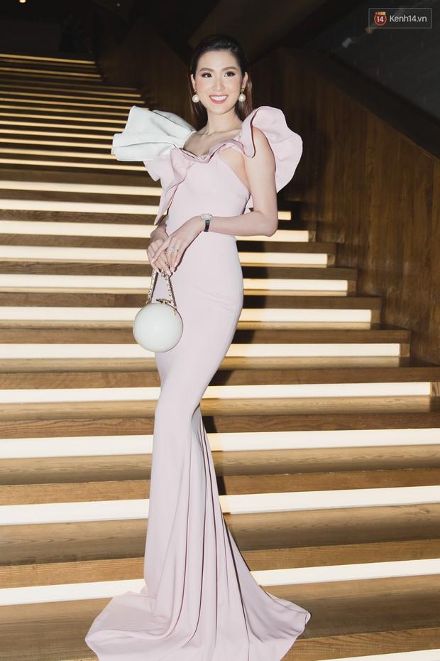 Spotlight thảm đỏ của NTK Lý Quí Khánh: Khi Hòa Minzy trông còn Hoa hậu hơn cả Hoa hậu Tiểu Vy - Ảnh 9.