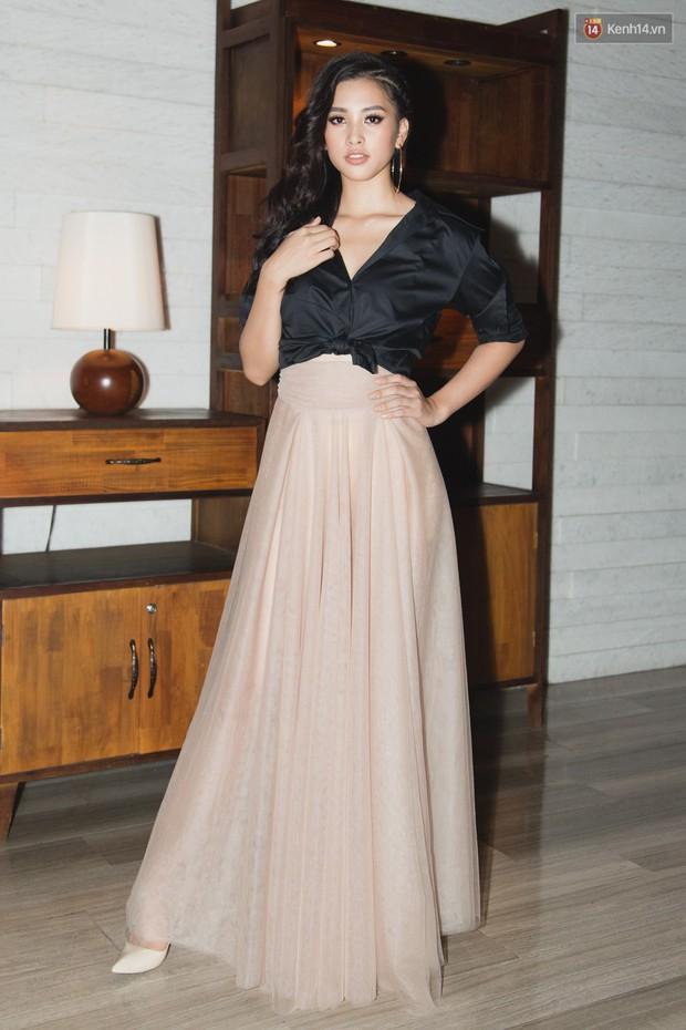 Spotlight thảm đỏ của NTK Lý Quí Khánh: Khi Hòa Minzy trông còn Hoa hậu hơn cả Hoa hậu Tiểu Vy - Ảnh 1.