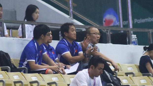 11 tiếng trước giờ đấu UAE, các trợ lý tuyển Việt Nam miệt mài phân tích đối thủ - Ảnh 3.