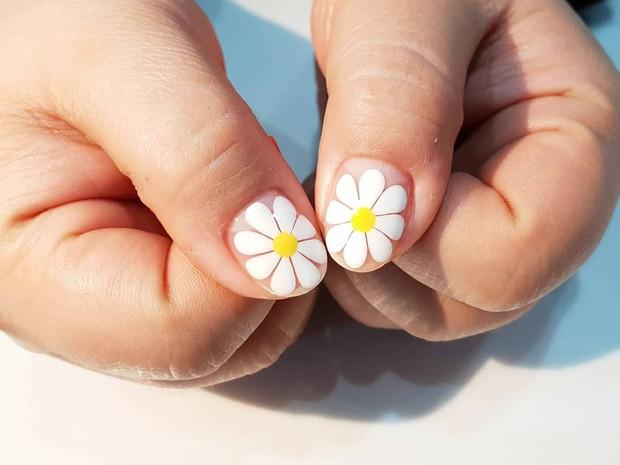Loạt móng tay nghệ thuật kiểu Hàm Hương khiến cả trai thẳng cũng muốn đi làm nail - Ảnh 3.