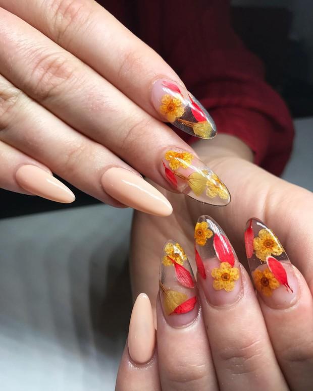 Loạt móng tay nghệ thuật kiểu Hàm Hương khiến cả trai thẳng cũng muốn đi làm nail - Ảnh 7.