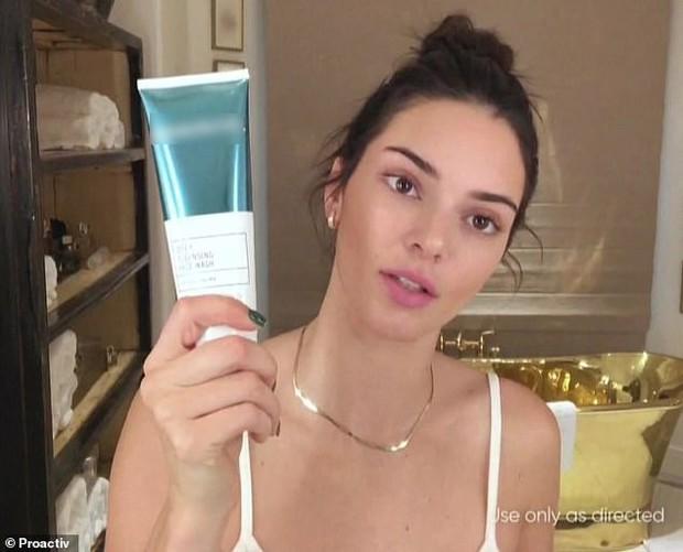 Toàn cảnh vụ thảm họa quảng cáo kem trị mụn đang khiến Kendall Jenner hứng đủ gạch đá xây biệt thự - Ảnh 3.