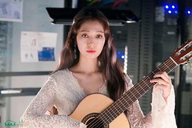 Park Shin Hye đẹp mãn nhãn trong Hồi Ức Alhambra nhưng mấy ai ngờ cô nàng đã dùng son cũ chưa đến 200.000 VNĐ - Ảnh 3.