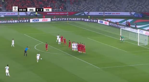Thủ môn Đặng Văn Lâm có thực sự mắc lỗi trong bàn thua ở phút 90 của đội tuyển Việt Nam? - Ảnh 2.