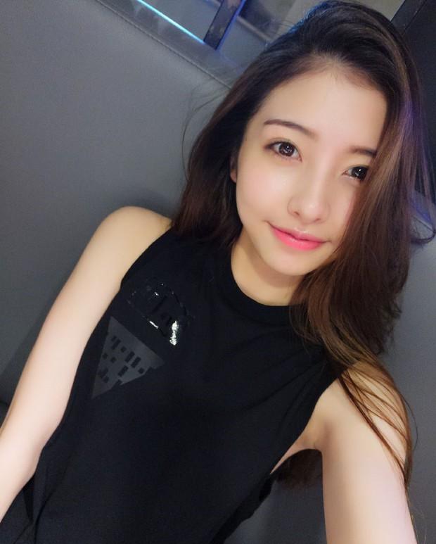 Đến bạn gái cũ Vương Tư Thông cũng bị bóc mẽ nhan sắc thật sau khi tắt nhầm filter làm đẹp tự động lúc livestream - Ảnh 1.