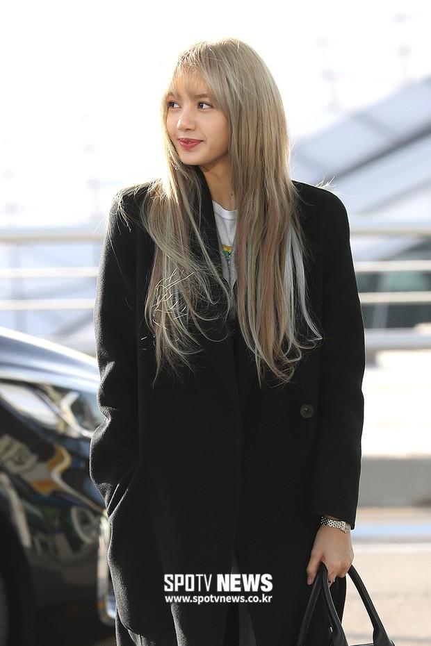 Dàn mỹ nhân đọ sắc thần thánh tại sân bay: Lisa xuất thần, Black Pink đẹp như đóng MV bên TWICE và chân dài đình đám - Ảnh 2.