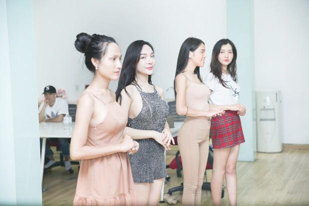 Chiêm ngưỡng nhan sắc ít son phấn và vóc dáng của các mỹ nhân chuyển giới kế nhiệm Hương Giang - Ảnh 13.