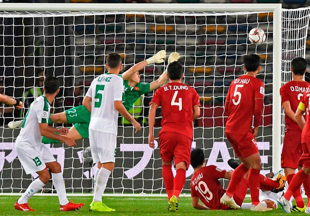 Thủ môn Đặng Văn Lâm có thực sự mắc lỗi trong bàn thua ở phút 90 của đội tuyển Việt Nam? - Ảnh 7.